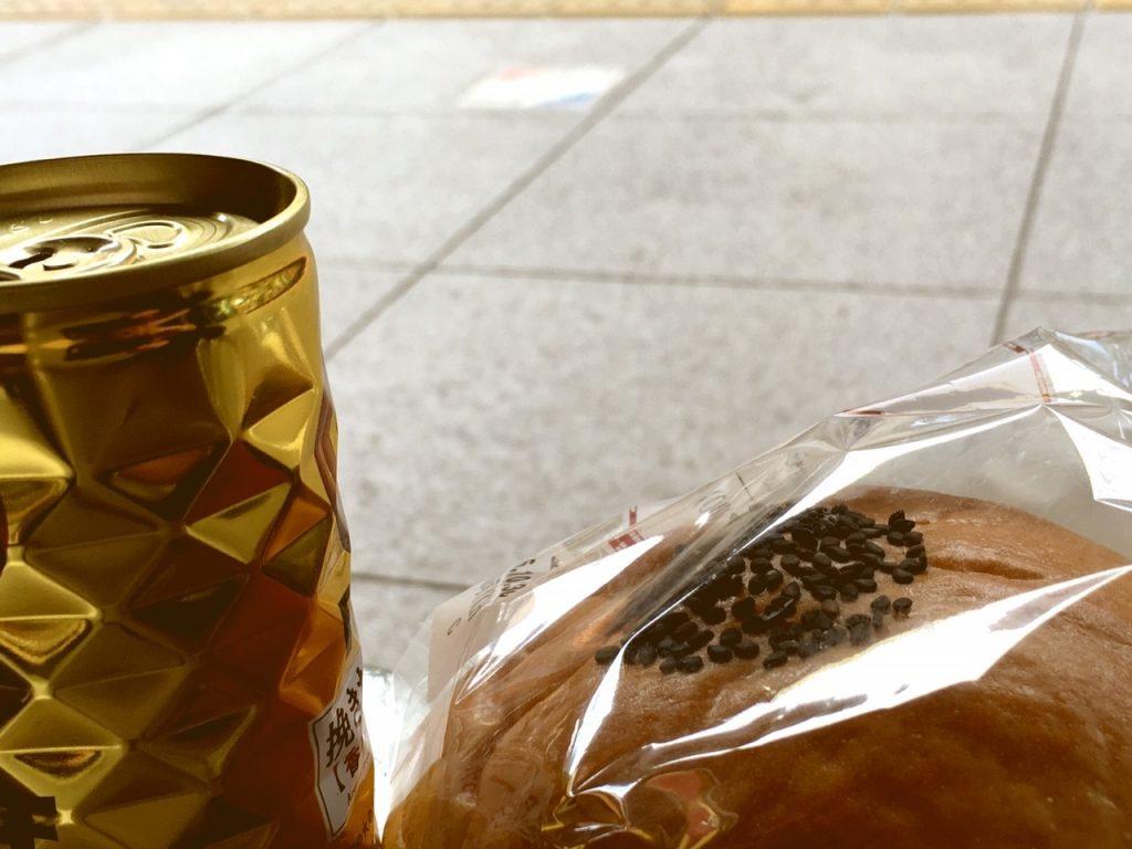 あんぱんと、缶コーヒーが、セットでお気に入りなのだとか。