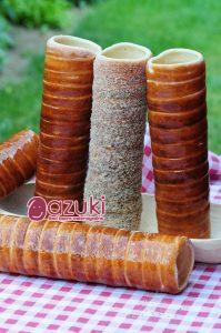 ルーマニアからトランシルバニア地方にひろがる地域の伝統菓子クルトシュ。ひとつが大きな菓子を、わけあって食べるのが、伝統的な食べ方なんだそうです。あんことの相性ばっちりなお菓子ですねきっと。