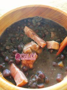 甘くない小豆料理おすすめレシピ。「ゆであずきのベーコン煮」ぜひお試しあれ!